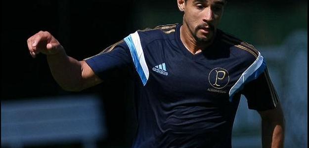 Atacante Henrique quer esquecer novo contrato para ajudar o Palmeiras em 2014