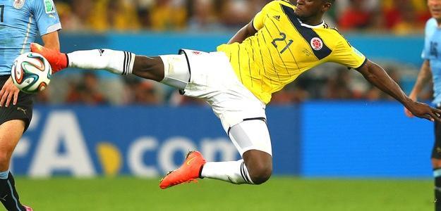 Jackson Martínez esteve em campo na vitória colombiana contra o Uruguai na últim