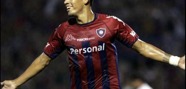 Julio dos Santos já jogou no Brasil, no Grêmio e no Atlético-PR