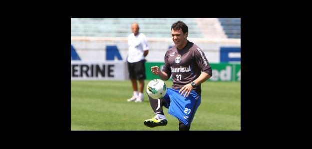 Recuperado de lesão, Kleber é reserva no Grêmio, mas tem entrado nos jogos