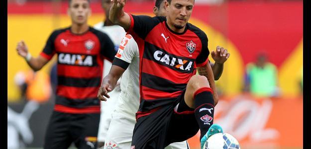 Meia Léo Costa não é mais jogador do Vitória