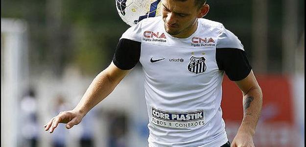 Mesmo em boa fase no Santos, meia Lucas Lima tem encarado polêmica no clube