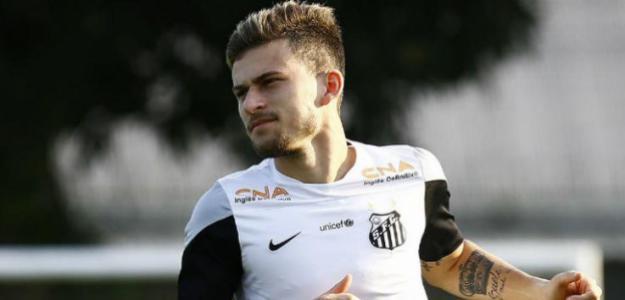 """Lucas Lima, em alta, tem sido usado frequentemente pelo Santos como """"porta-voz"""" e está cada dia mais valorizado"""