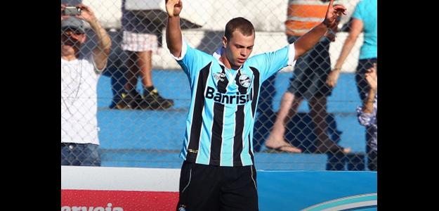 Lucas Coelho vem do Grêmio por empréstimo