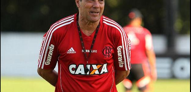Luxemburgo renovou contrato com Flamengo e fica até o fim do próximo ano