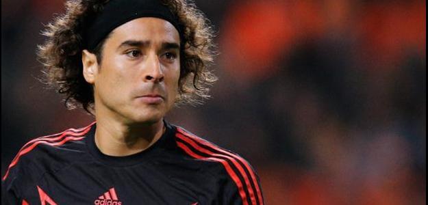 A transferência interessa muito a Ochoa, que vem sendo relegado à reserva n