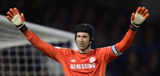 Petr Cech deve reforçar a defesa do PSG na próxima temporada