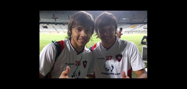 Ángel ao lado do irmão