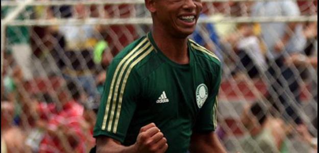 Gabriel Fernando, de apenas 17 anos, está perto de ser campeão pelo Palmeiras