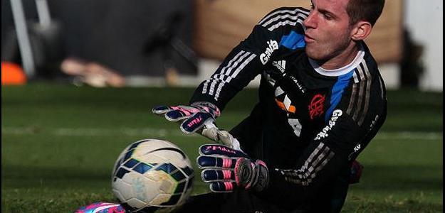 O goleiro Paulo Victor deve renovar com Flamengo por mais uma temporada