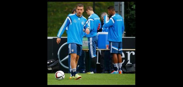 Podolski tem contrato com o Arsenal até 2016