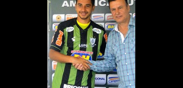 Renan Oliveira foi apresentado no América-MG nesta quinta-feira