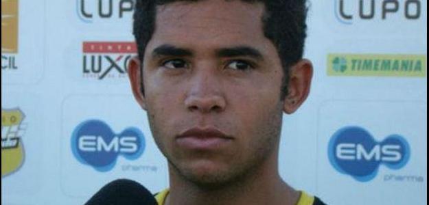 Renato chega ao Rio de Janeiro para fazer exames médicos