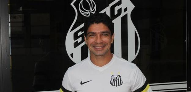 Santos anunciou oficialmente o retorno do volante Renato, que estava no Botafogo