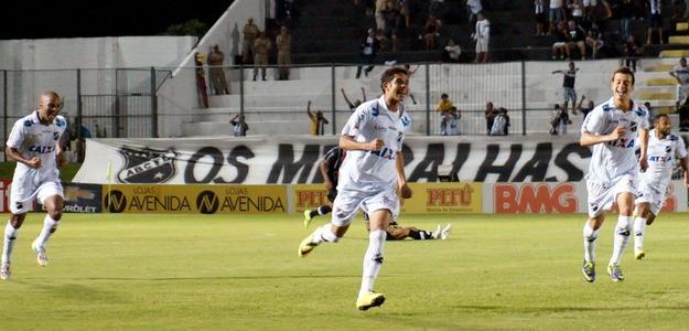 Renato (C) atua pelo ABC, mas pertence ao Sport