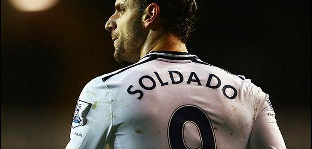 Atacante espanhol Roberto Soldado está na mira do Bayern Leverkusen, diz jornal