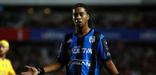 Ronaldinho tem contrato com o Querétaro até 2016