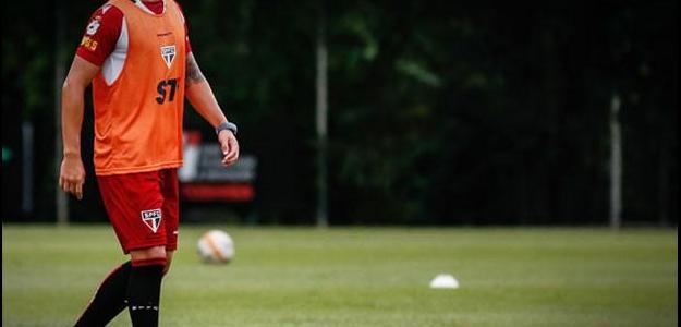 Vice ratificou que o lateral esquerdo uruguaio Álvaro Pereira