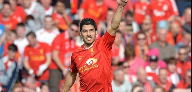 Com golaços, Suárez iguala melhor ano de Cristiano Ronaldo no Inglês