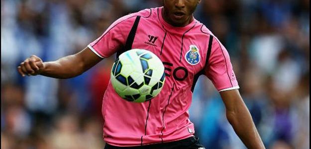 O jogador é apontado como reforço para o Clube inglês