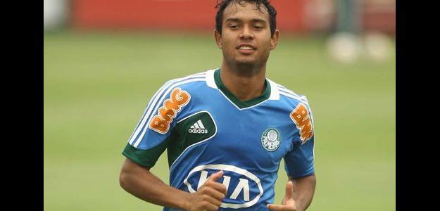 Vinicius durante um treinamento do Palmeiras