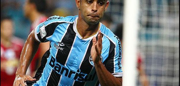 Sem espaço no Grêmio, zagueiro Werley deve defender o Santos em 2015