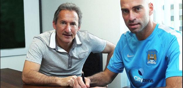 O goleiro Willy Caballero defenderá o clube inglês pelos próximos três anos