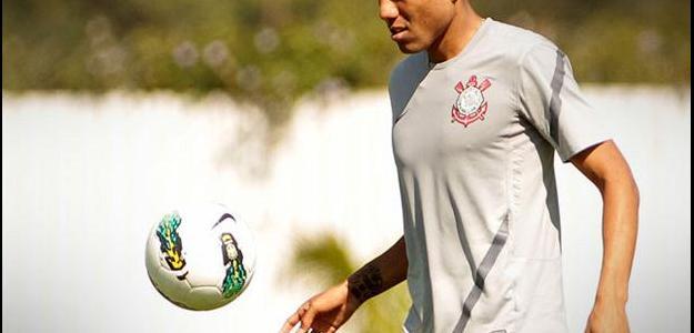 Ramírez em treino do Corinthians: peruano perto de acerto com o Botafogo