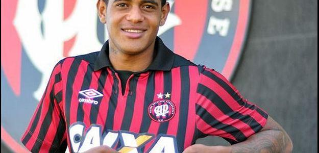 Meia Zé Paulo acertou sua transferência por empréstimo ao Atlético Paranaense